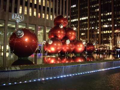 Super grote kerstballen in New York